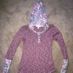 Aéropostale long sleeve knitted top with a hood.